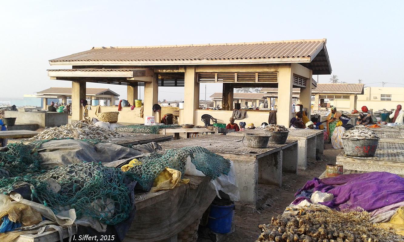 Mbaar lieu de sociabilité et de rencontre des femmes, Cayar, Sénégal