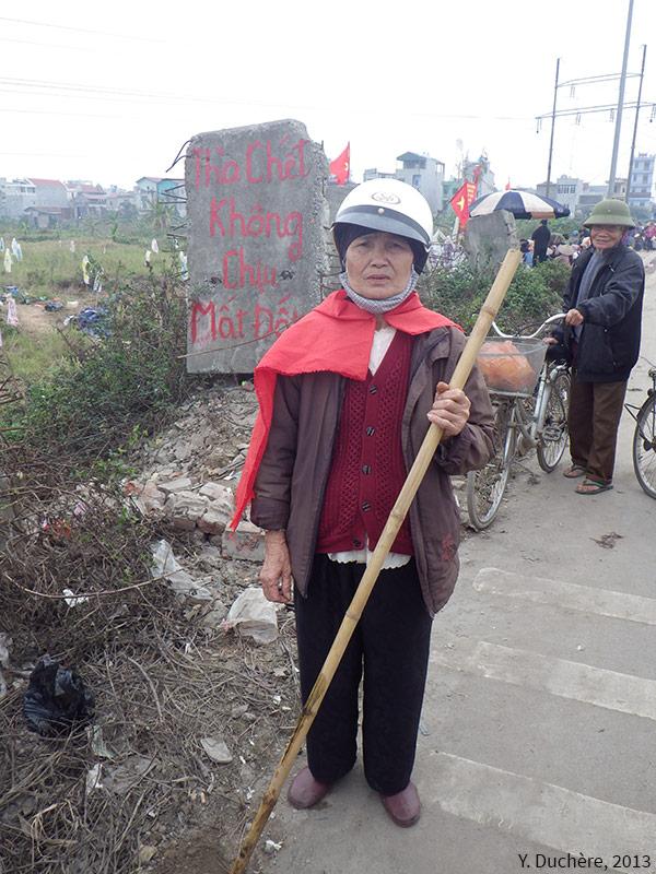 """""""Plutôt mourir que perdre nos terres"""" cliché Yves Duchère Vietnam"""