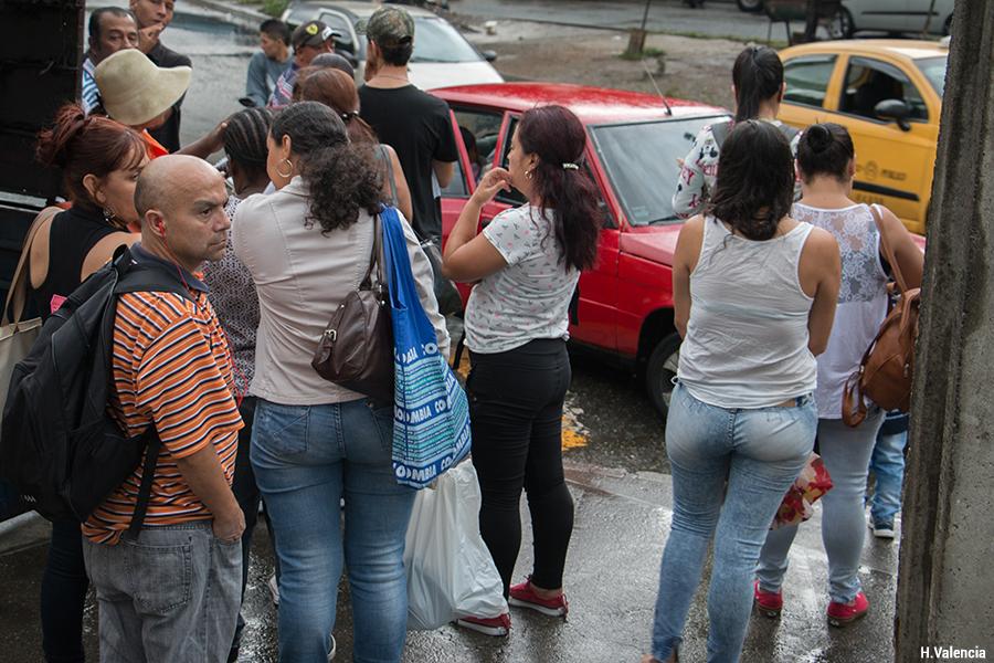 Attente de taxis collectifs informels