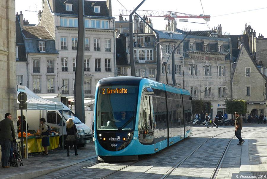 Raymond Woessner — tram à Besançon place de la révolution