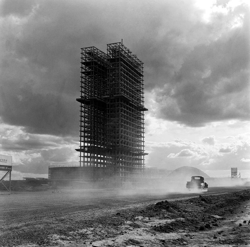 Brasilia en construction. Source: trabalhosujo.com.br
