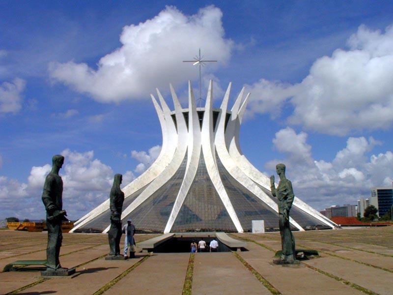 La Cathédrale (extérieur). Cliché H. Théry