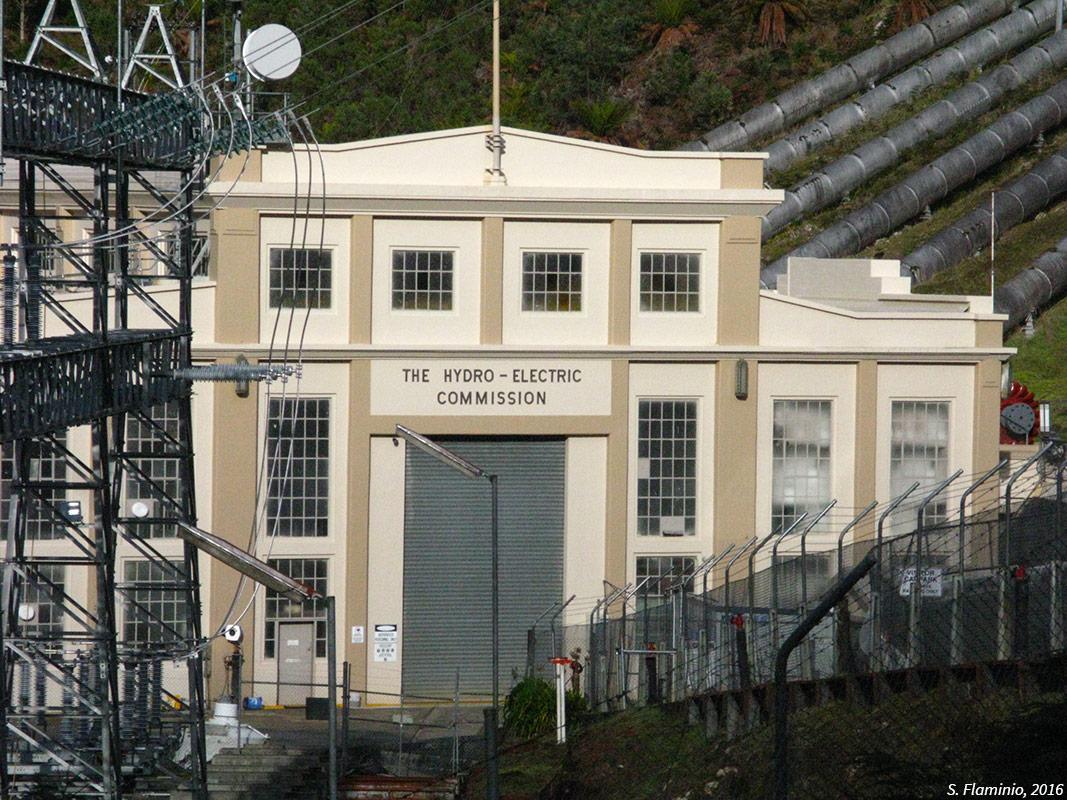La façade Art Déco de la centrale hydro-électrique de Tarraleah