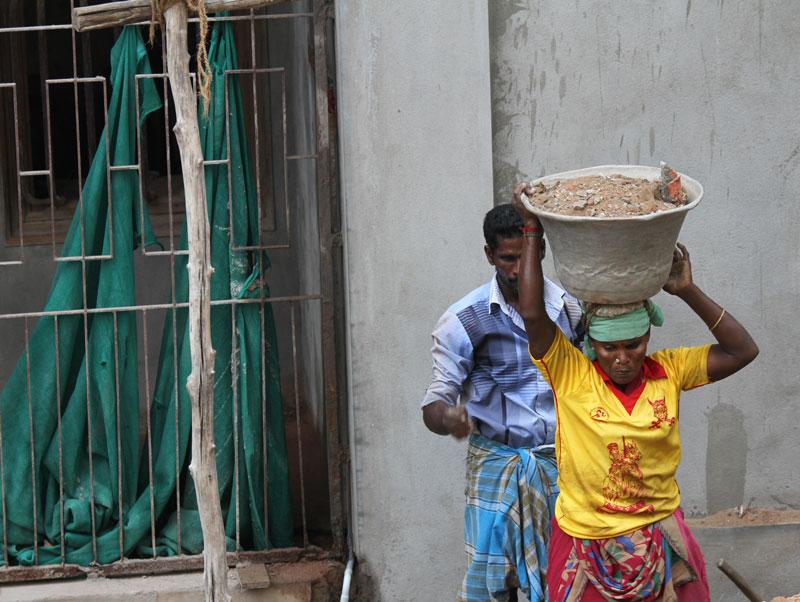 Ouvrière du bâtiment à Pondichéry