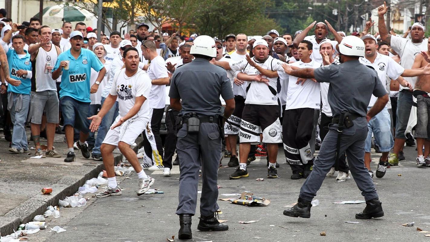 photographie violence urbaine et football à Sao Paulo