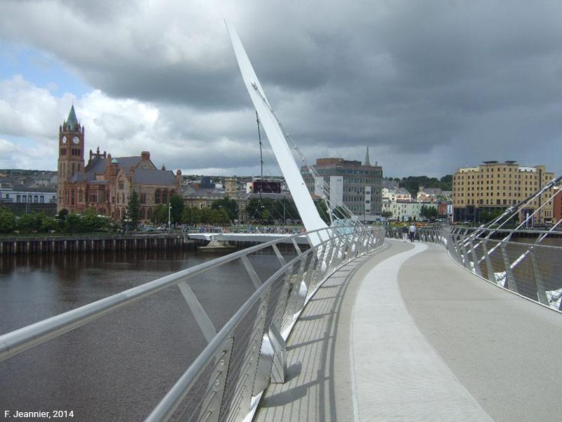 Le pont de la paix à Derry-Londonderry
