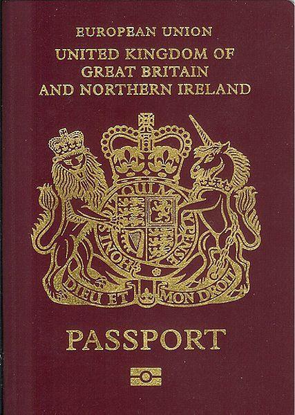 passeport britannique rouge foncé
