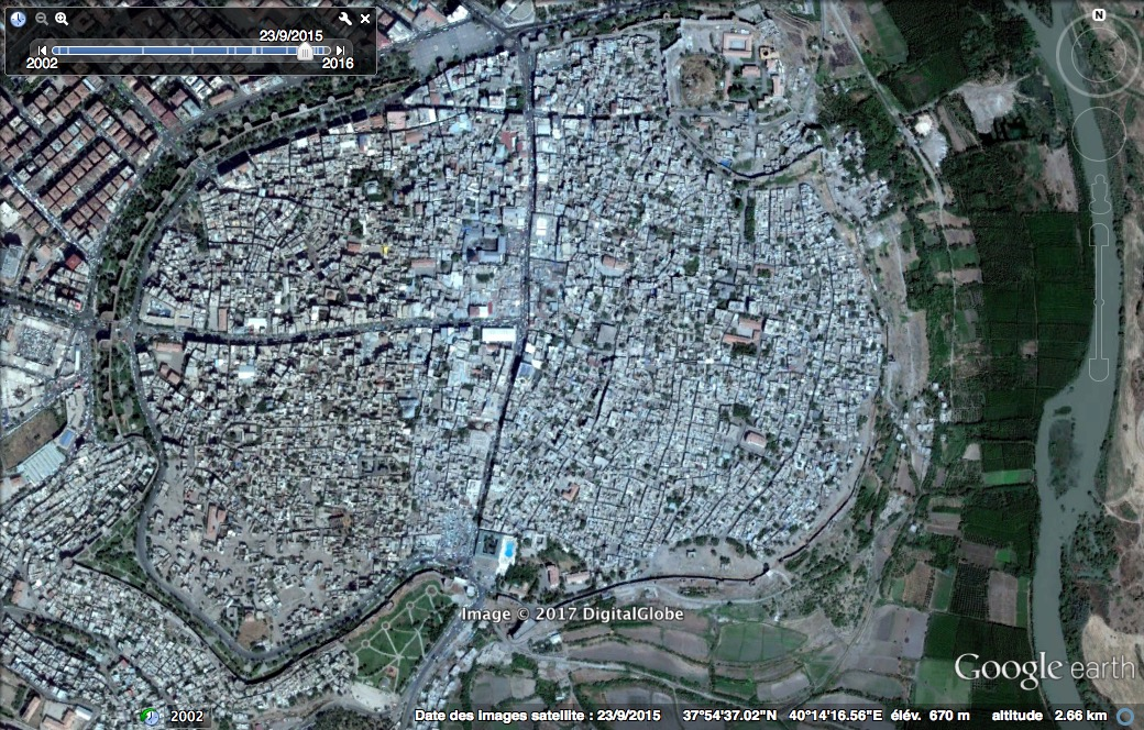Google Earth — avant urbicide à Diyarbakir septembre 2015