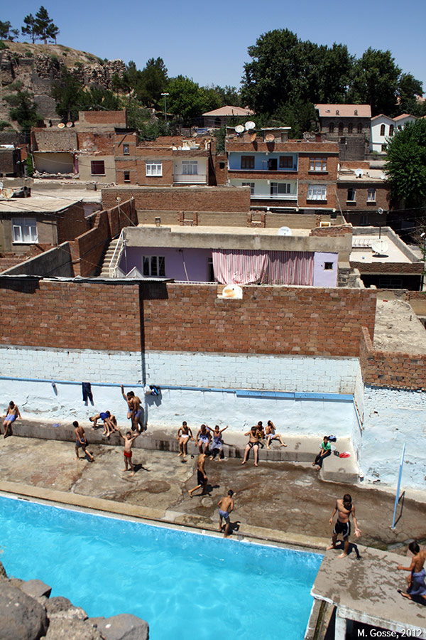 Matthieu Gosse — Urbicide à Diyarbakir, piscine d'Içkale