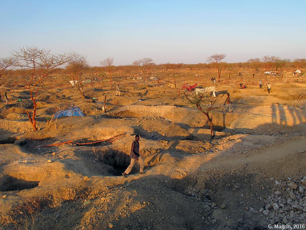 Géraud Magrin — photographie site d'orpaillage au Tchad en 2016