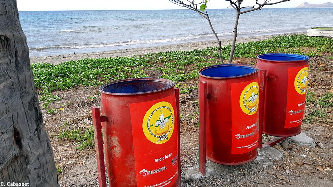 Christine Cabasset — photographie poubelles sur le littoral
