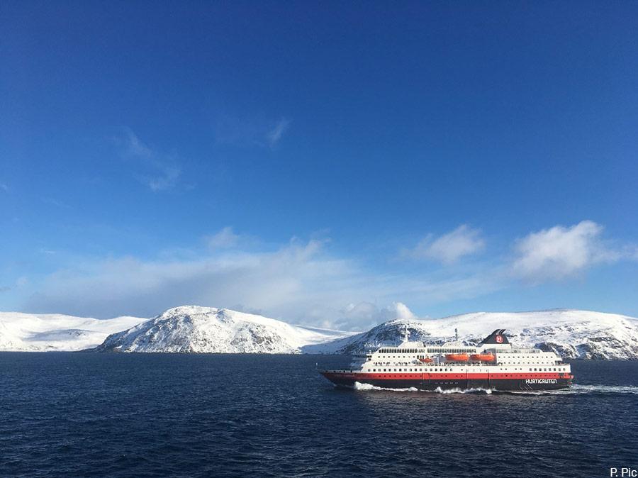 navire de croisière dans l'Arctique norvégien