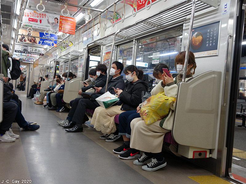 Jean Christophe Gay — Masques dans le métro tokyo japon