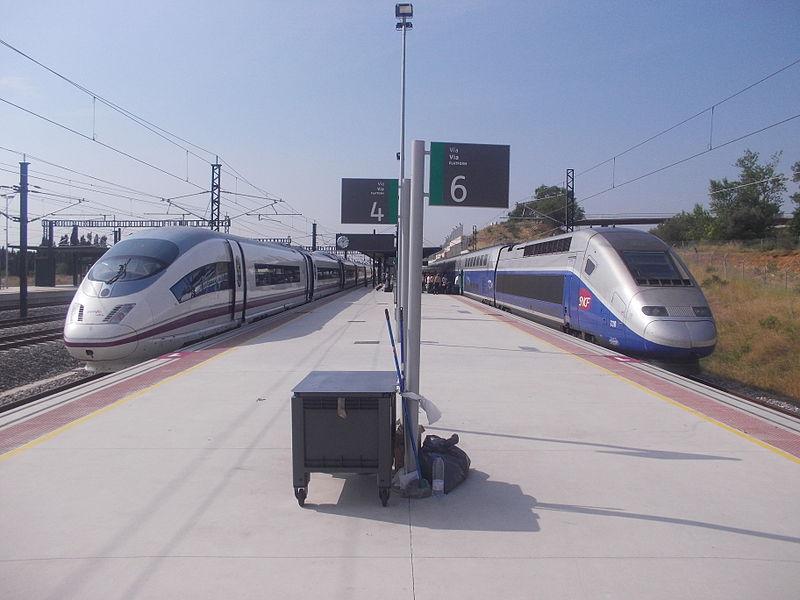 Geneviève Zembri — Velaro et TGV Duplex en gare de Figueras, 2013