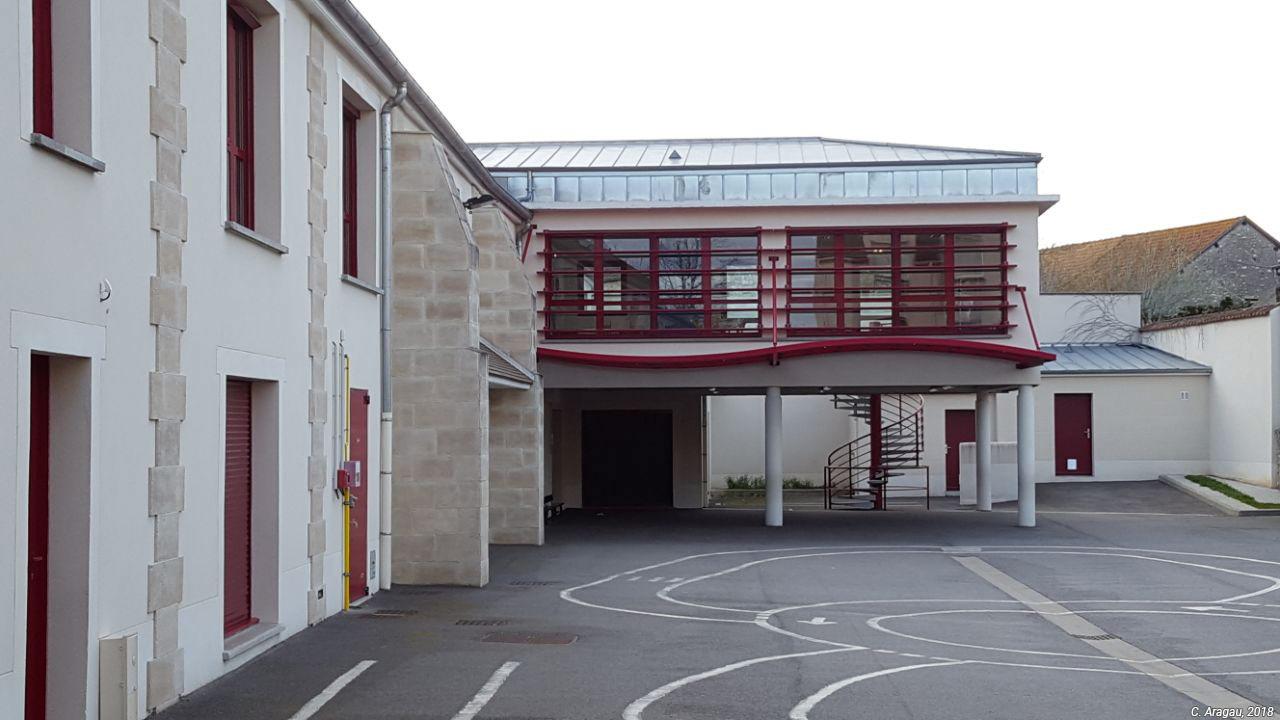 Claire Aragau — école maternelle en dans ferme restaurée