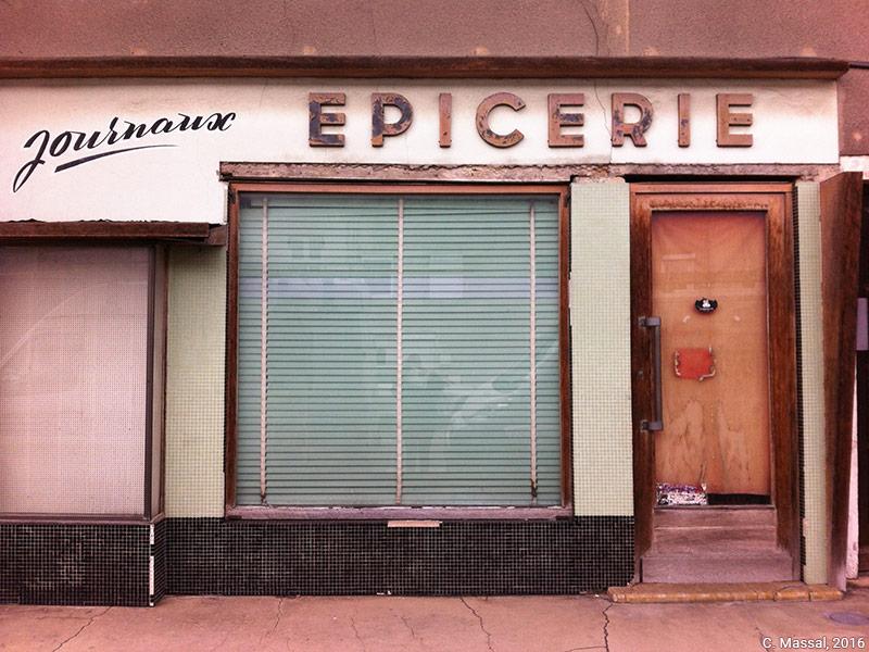 Céline Massal — devanture d'épicerie fermée photographie