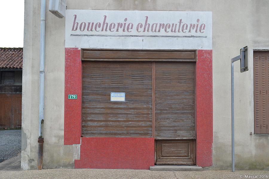 Céline Massal — devanture de boucherie fermée photographie