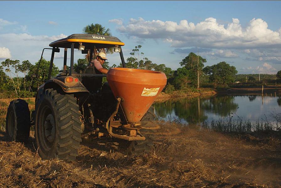 Instituto SocioAmbiental — photographie des semis mécanisés pour restaurer les terres déboisées