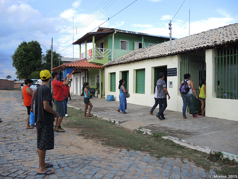 Lucie Morère — photographie Les participants du projet visitent la maison de la culture de Serra das Araras
