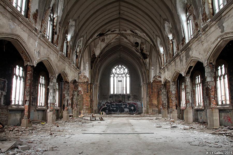 Aude Le Gallou — détroit église abandonnée en ruine