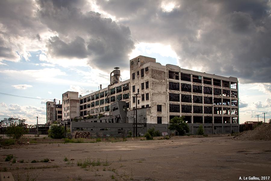 Aude Le Gallou — détroit usine abandonnée en ruine