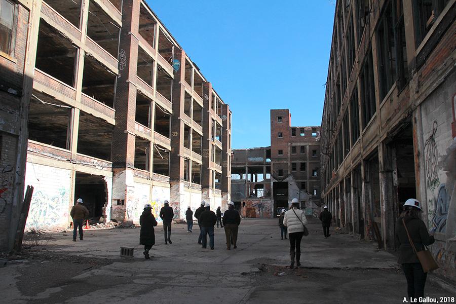 Aude Le Gallou — visites organisées par groupe dans des ruines, des bâtiments abandonnés