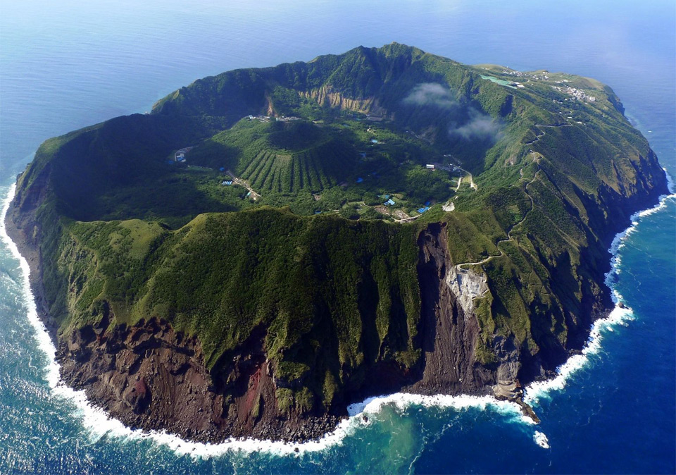 Charly W. Karl, île d'Aogashima au Japon