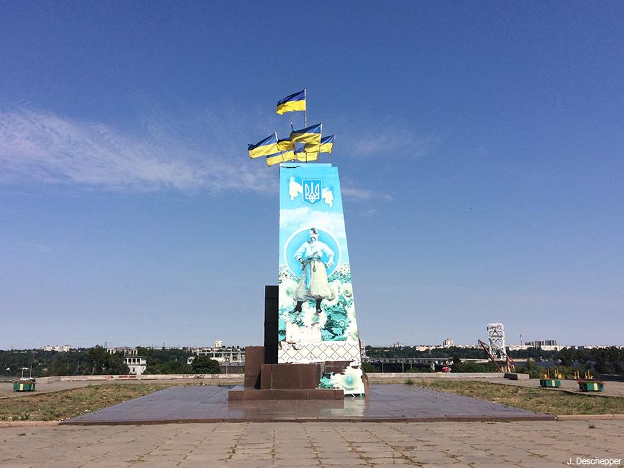 Julie Deschepper — socle de statue de Lénine en Ukraine