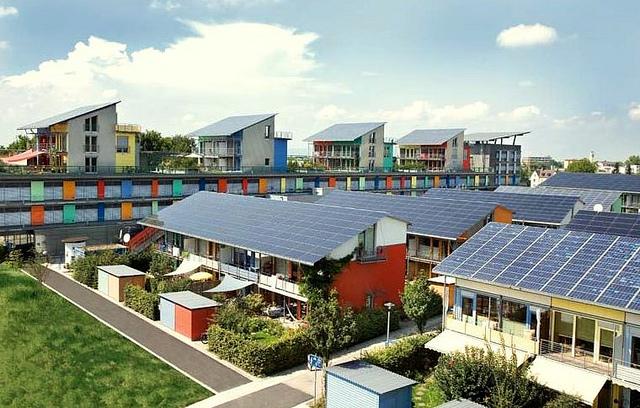 Fribourg-en-Brisgau — quartier Vauban photographie panneaux solaires