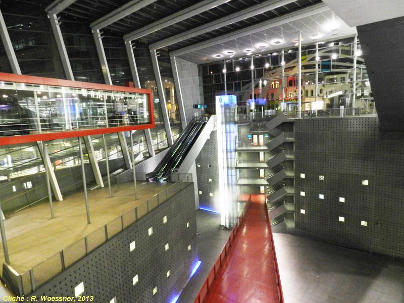 la gare historique danvers central ou antwerpen centraal fait partie des plus belles gares du monde larrive du tgv thalys en 2007 a conduit infrabel